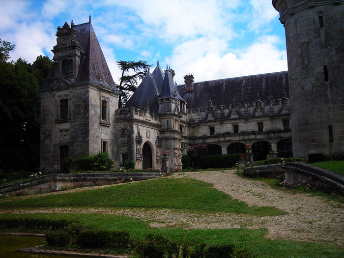 BlackCastle Manoir Architecture Castle Entrance Castle Gate Charente Château Slate Tiles Ardoises Armoiries French Frenchcastle Grass History Old Castle Sky Water Day No-people 城堡 Near Royan, France
