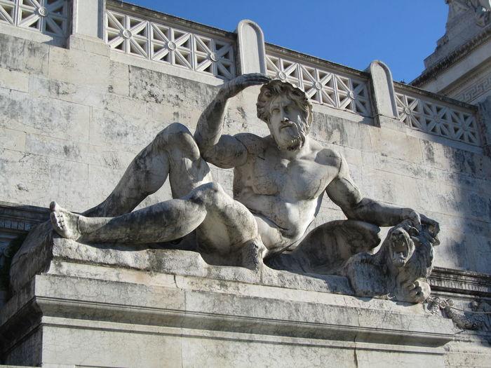 Statue Travel