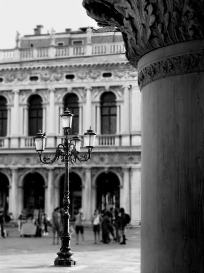 🎶 https://youtu.be/8tbP3f3i03E #serenity  #photography #blackandwhite #OldPhoto #Venice #EyeEmSelects EyeEm Best Shots Photographyblackandwhite #interesting Architectural Column Architecture History
