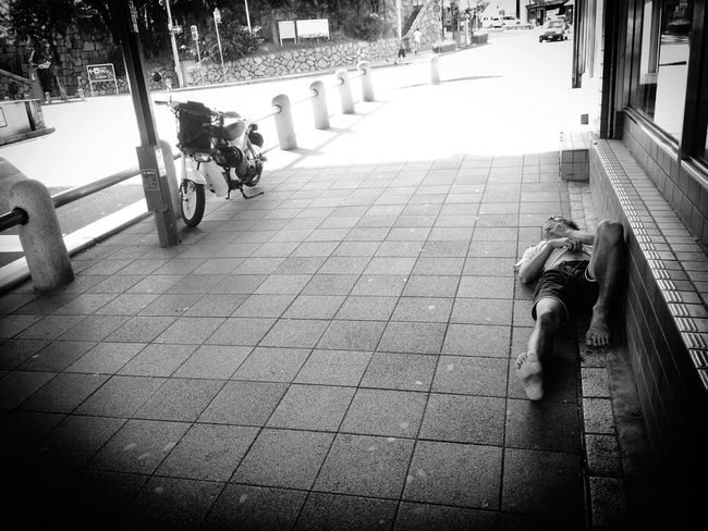 Summer in The city. Street Portrait Streetphotography On The Road Street Blackandwhite Monochrome Sleep Life