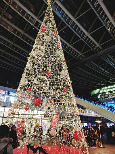Its beginning to look a lot like Christmas!! 😁😁😁🙊 Paris City Travel Destinations Christmas Googlepixel Pompidou Center Paris, France  MerryChristmas Cityscape