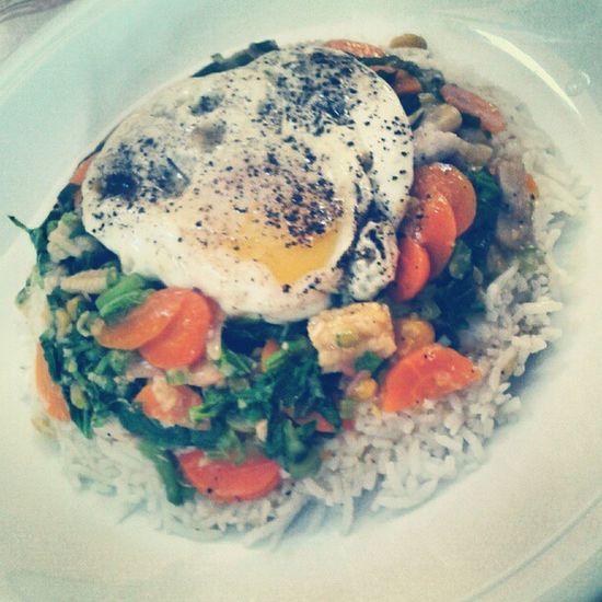 Mmm sunday lunch.. Un bon bol renversé typik morisien @saadi_10 Igersmauritius Sundaylunch Bolrenverse Homemade