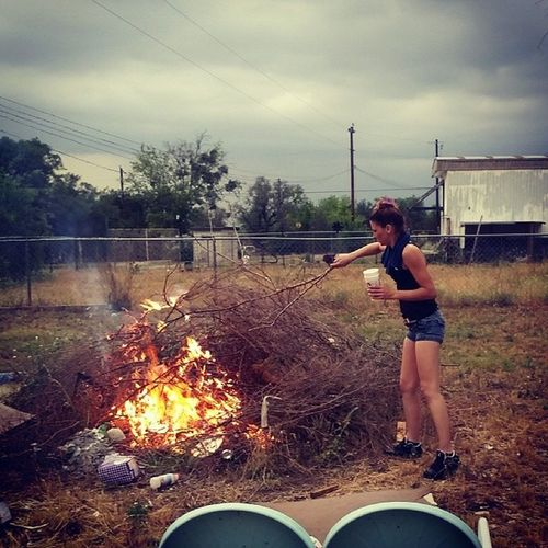 Couldn't pay me 2live anywhere we can't have a Bonfire . Texaswayz