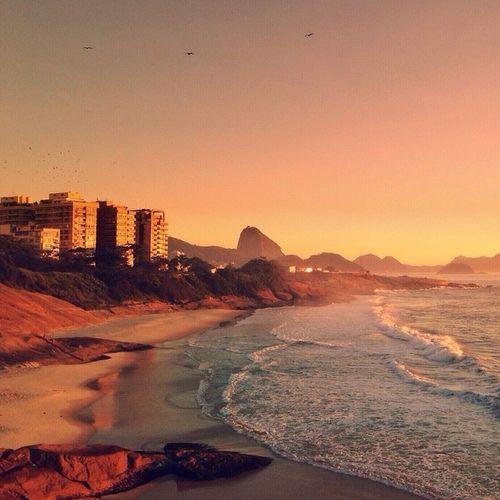 Nascer-do-sol no Arpoador... Todo mundo merece esse feeling! ❤️☀️✨ Riodejaneiro - Igersrio - Rioeuteamo - InstagramEuTeAmo Verãoseulindo __________________________ Sunrise at Arpoador... Everybody deserve this feeling! ❤️☀️✨ RioDeJaneiro - @IgersRio - RioILoveYou - InstagramILoveYou 😜🌴☀️