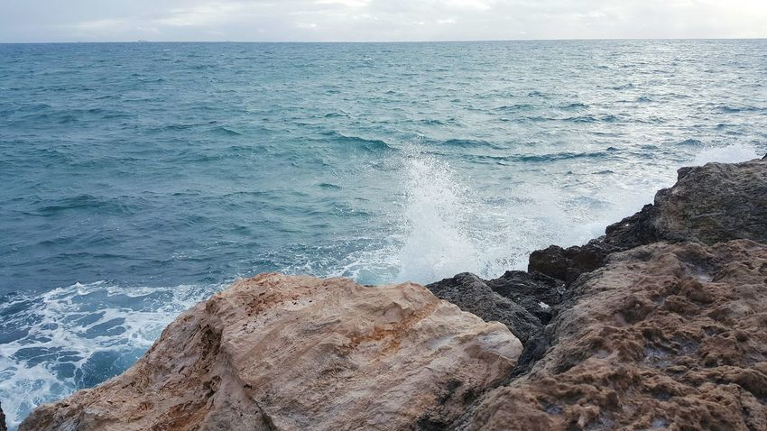 Power In Nature Beauty In Nature Horizon Over Water Splashing Crashing Waves  Stormy Weather Tide Wave Surf Motion Water Sea Nature Breaking Wave Rocks And Water Indian Ocean Rocky Coastline Oceanscape Seascape Rock - Object Rock Formation Ocean Photography Australia Remote