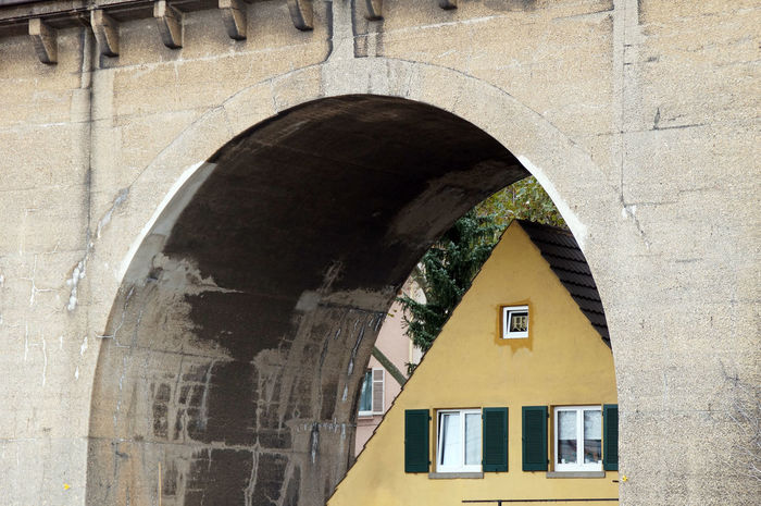 A house built ander a railroad bridge Architecture Atraction Atractions Bridge Curiosity Curious House Railroad Bridge Stuttgart