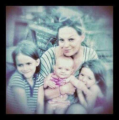 Momma And The Babies Photographer: Juanita Jardin