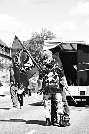 Demonstration against Nazis in Hamburg Germany. The Police blogged the road so no one was able to get clos to the Nazis. So the Antifa fought the Police. Antifa Demonstration Demonstration Einsatz Einsatzfahrzeuge Fahrzeuge Horse Links Linksrechts Nazis Pferde Police Polizei Polizeieinsatz Polizeipferd Punker Rechts Reiterstaffel Skinheads Wasserwerfer