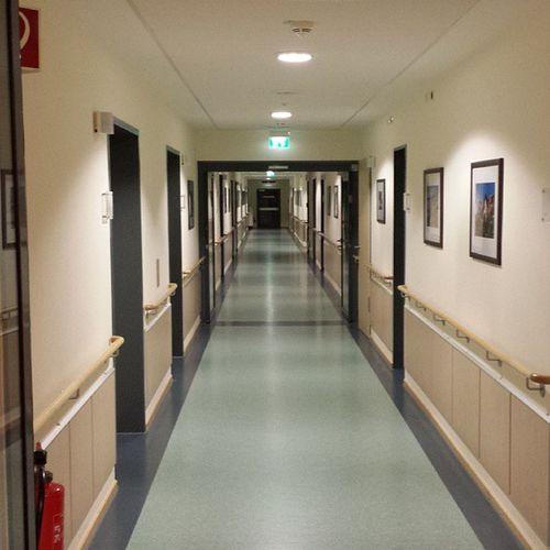 Herzkatheter im Urlaub - fantastisch :-/ Herzkather Heartcatheder Hospital Krankenhaus korridor corridor vacation urlaub