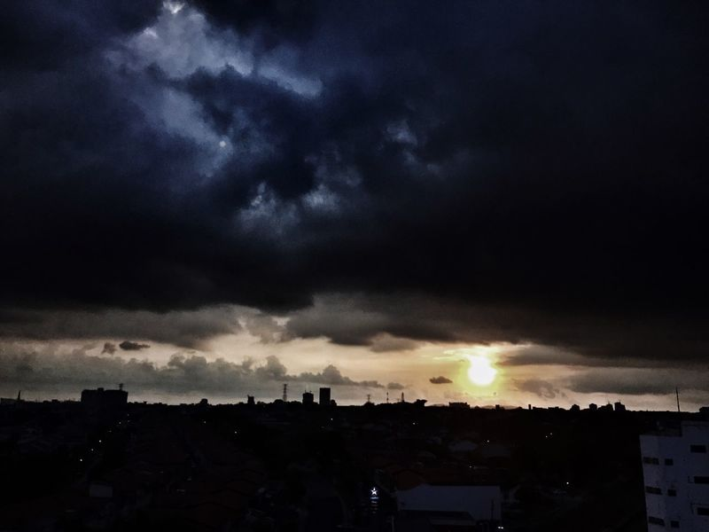 Heavy clouds but no rain Clouds And Sky Landscape Check This Out Sunset