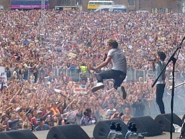 He can fly Niall Horan