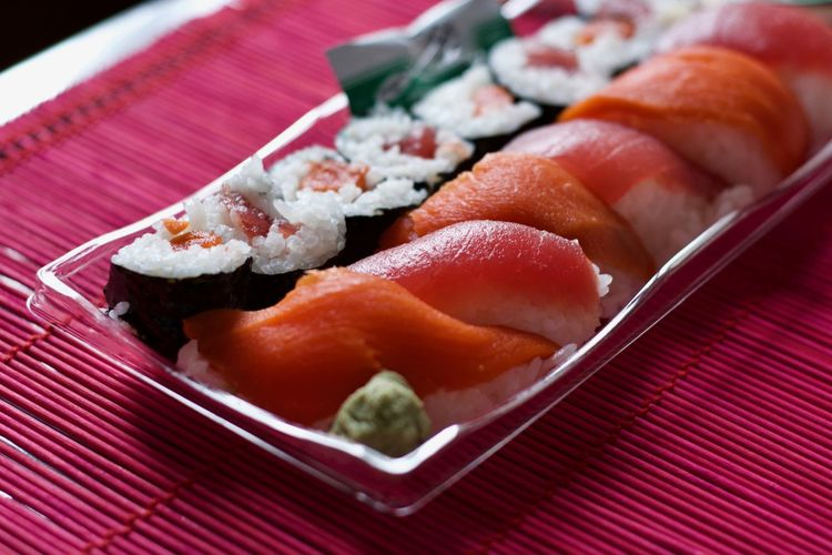Sushi Asian Food Close-up Fish Food Food And Drink Freshness Healthy Eating Indoors  Japanese Food No People Place Mat Ready-to-eat Rice Rice - Food Staple Salmon - Seafood Seafood Still Life Sushi Sushi Time Tablecloth Wellbeing