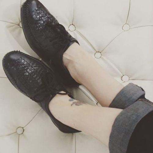 En sus zapatos.. los mas hermosos, Lorenzo Shoes caminando en los zapatos de papá 💖☺ Trendy Instashoes Lovemyshoes se viene el post sobre zapatos masculinos en blogdivine.com Shoelover Shoeaddict Fashion Amoloszapatos Vintage