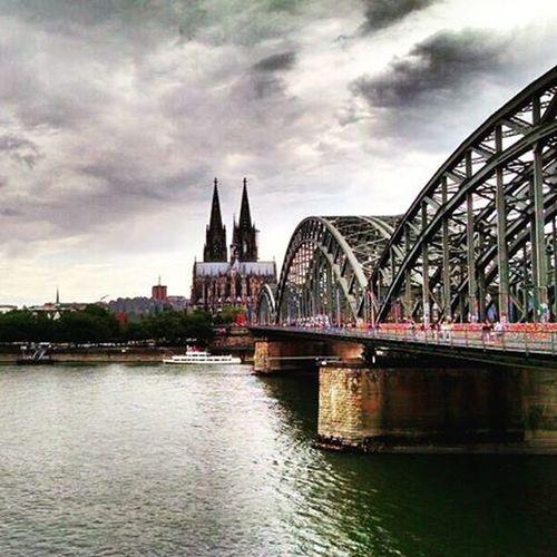 Postkartenansicht Köln Wettermies Rheinfall Kölschgeil Düsseldorfishaltauchnichschlecht Fett Regenschirm Nur7euro Dom Domdöner Frissihndirsorichtigrein FrissihndirsorichtigRHEIN Rheinundraus Rheinweisegutewitze @leasophiec @bedenkenlos @lemumbling