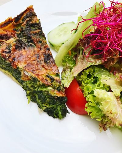 Quiche Spinach Vegetarian Food Lunch Food Food And Drink Ready-to-eat Plate Freshness No People Indoors  Healthy Eating Close-up Lettuce Day Salad