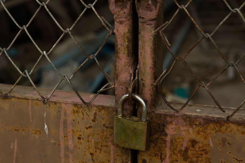 Backgrounds Chainlink Fence Check This Out Close-up Day Deterioration Door Lock Fence Focus On Foreground Full Frame Key Lock Locked Master Key Metal Metallic No People Outdoors Padlock Protection Safety Security Selective Focus