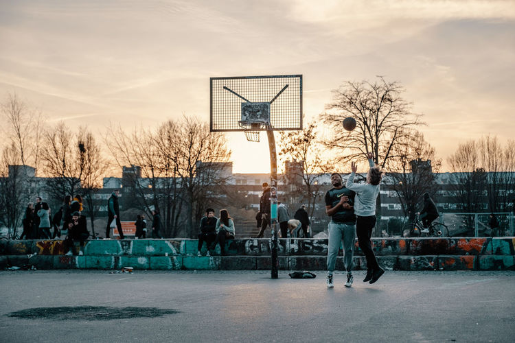 Basketball - Sport Basketball Hoop Sport Court Architecture Bare Tree Group Of People Sky Basketball - Ball Tree City Basketball Player Playing People Full Length Nature Sportsman Leisure Activity Ball Winter
