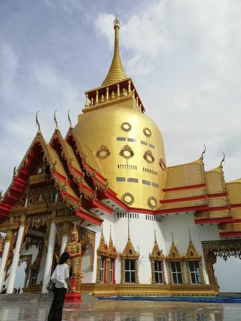 Arts Culture And Entertainment Thai Temple Buddhist Temple BUDDHISM IS LOVE Thai Culture City Gold Place Of Worship Gold Colored Ancient Spirituality Religion Arrival Pagoda History Palace Doges Palace Pavilion Shrine Stupa Praying Castle Royalty
