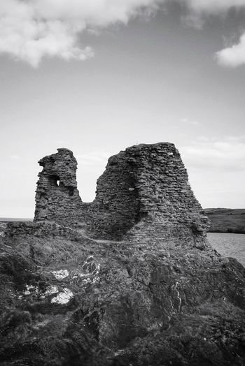 Black Castle BlackCastle Old Ruin Ruin Black And White Blackandwhite Monochrome EyeEm Best Shots EyeEm Gallery EyeEm Best Shots - Black + White Taking Photos Light And Shadow Travel Destinations Castle Ruin Blackandwhite Black & White Architecture_collection Architectural Detail Rock - Object Cloud - Sky Cliff