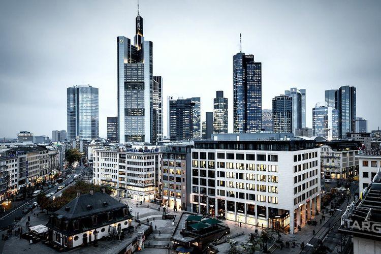 Frankfurt Am Main City Lights Architecture Skyline Hochhaus Mainhattan Enjoying Life Cityscape