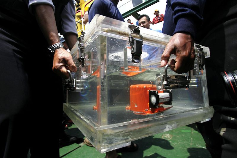 Officers carry the Lion Air plane's Black Box which has been found by National Search and Rescue Agency (Basarnas) members, in Tanjung Karawang, West Java, Indonesia on November 01, 2018. The black box and cockpit voice recorder of the Lion Air plane crash was found Thursday. Lion Air flight JT 610 was traveling from Jakarta to Pangkal Pinang when it crashed into the Java Sea. Black Box Airplane Airplane Crash Rescue Worker Spraying Mixing Business Finance And Industry