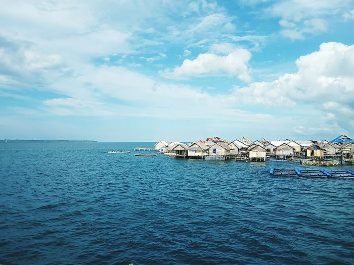 Bajo Tradisional Housing on Sea Tradisional Housing Bajo House Neighborhood Blue Sky Blue Water Architecture