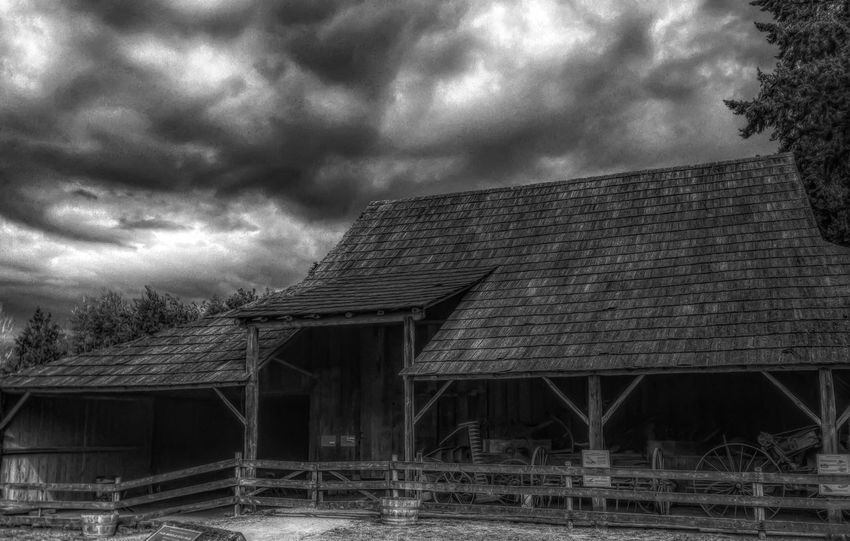 Cloud - Sky Architecture Sky Built Structure Storm Cloud Abandoned Weather No People Building Exterior Outdoors Day Roof Farm Oldfarmhouse Bnw_captures Blackandwhite Black And White Bnw Bnwphotography Antique Beauty In Nature