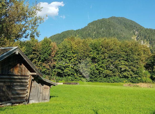 Mittenwald Bayern Germany Deutschland Isartal Werdenfelser Land Oberbayern Europa Hütte Karwendel Herbst Herbststimmung Tree Mountain Sky Grass Architecture Green Color