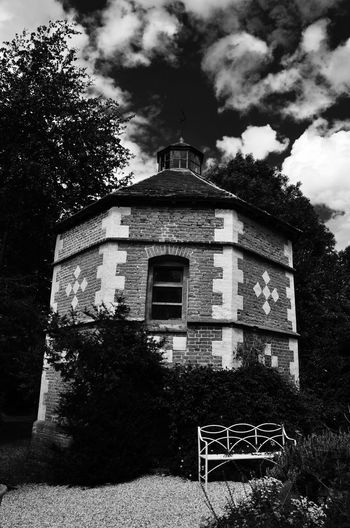 Monochrome Blackandwhite The Architect - 2015 EyeEm Awards Architectural Detail Architecture Black And White House Dovecote Prison Bench