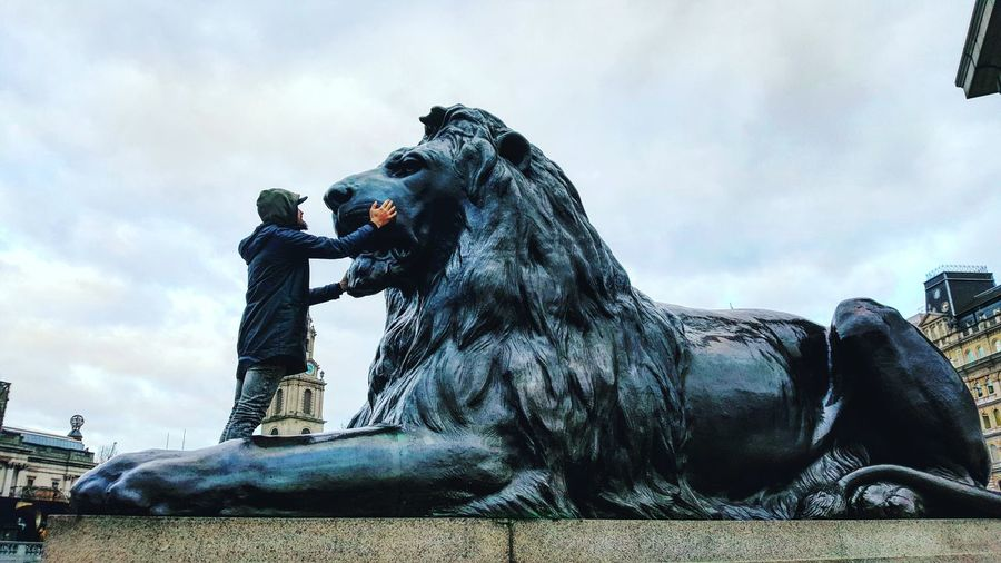 Outdoors People Warrior - Person Lion Sculpture Statue London EyeEmNewHere BYOPaper! The Street Photographer - 2017 EyeEm Awards Live For The Story The Street Photographer - 2017 EyeEm Awards