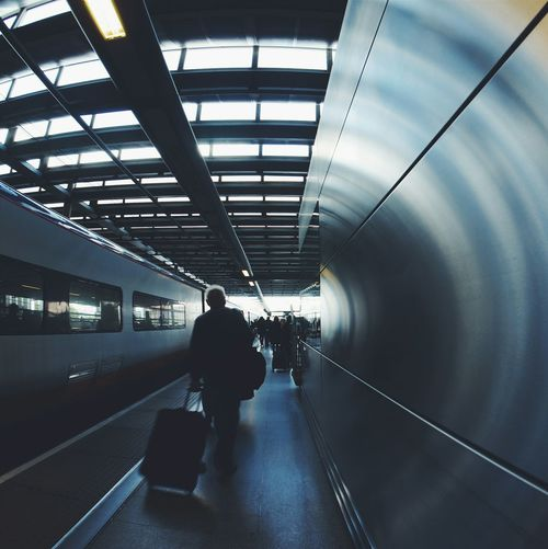 Travel Train Vanishing Point Urban Geometry The Traveler - 2015 EyeEm Awards London Traveling Home For The Holidays EyeEm LOST IN London It's About The Journey The Art Of Street Photography