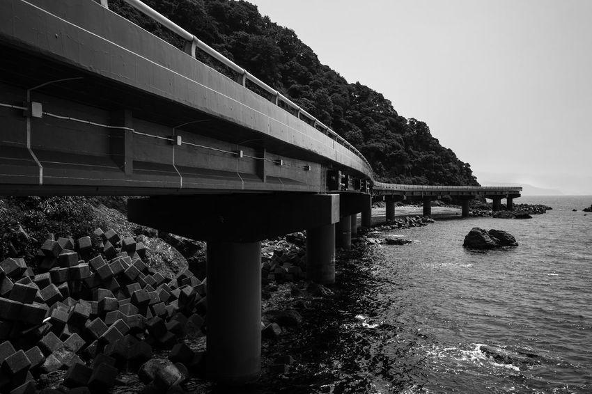 Architecture Artな写真 Black Blackandwhite Japan Monochrome Overpass Photo Photographer Phptography Sea スナップ モノクロ 写真 写真家 日本 海 陸橋