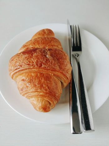 croissant Croissant Fork Knife Food And Drink Food Baked Indoors  Freshness Table Plate No People Bread Ready-to-eat French Food Indulgence Close-up Healthy Eating Directly Above Sweet Food Serving Size