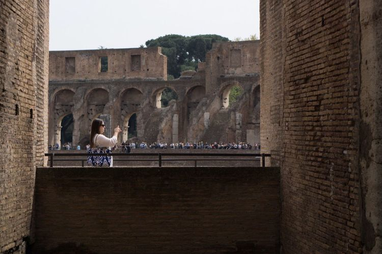 Adapted To The City History Built Structure Architecture Travel Destinations Building Exterior Real People Outdoors People City Day Adult One Person Memory Selfie Passion Colosseum Piazza Piazza Del Coloseo Roma Italy Historical Building Historical Monuments Historical Place Adapted