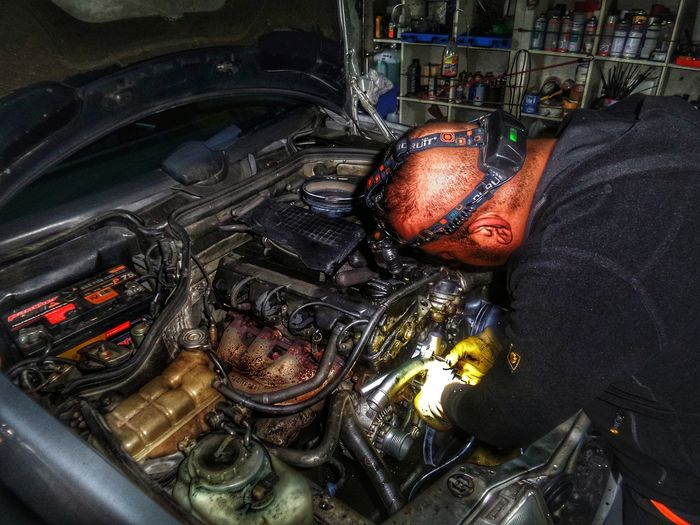 Autoschrauber 👍 Car Repairing Old Engine Dramatic Inside Analogue Vibes Analog Cars Oldtimer Mechanical Art Old Car Repair Garage Keeping Old Cars Alife Turkey/Germany High Angle View Indoors  Day Close-up The Photojournalist - 2018 EyeEm Awards