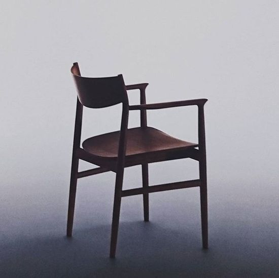凄く素敵で綺麗な椅子を買った。 見て、触って、座ってすぐ決めた。 深澤直人 Kamuy