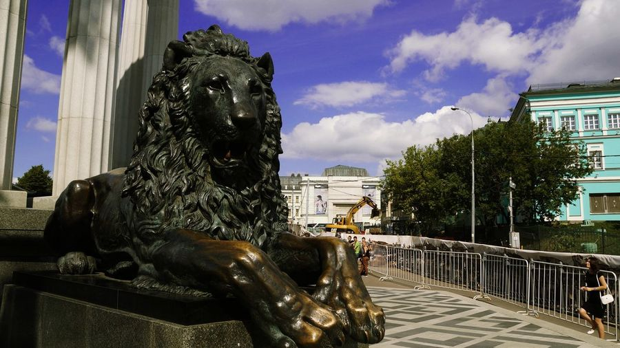 Traveler Moscow City Photography Photo Art Photgraphy VikaK Statue Sculpture Architecture City A Lio The Cathedral Of Christ The Savior Photographer Arts Culture And Entertainment Sculpture If A Lion Art Photo Art Art Photography Sony Alexander II