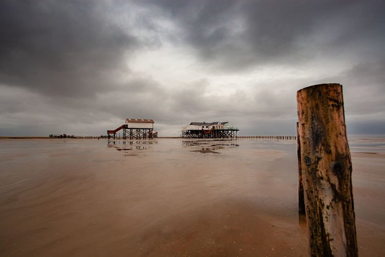 Cloud - Sky Sky Water Sea Nature Beauty In Nature Land Scenics - Nature No People Wood - Material Beach Horizon Tranquil Scene Overcast Day Tranquility Outdoors Dusk Horizon Over Water Wooden Post Post Deterioration Nordsee Urlaub Küste My Best Photo