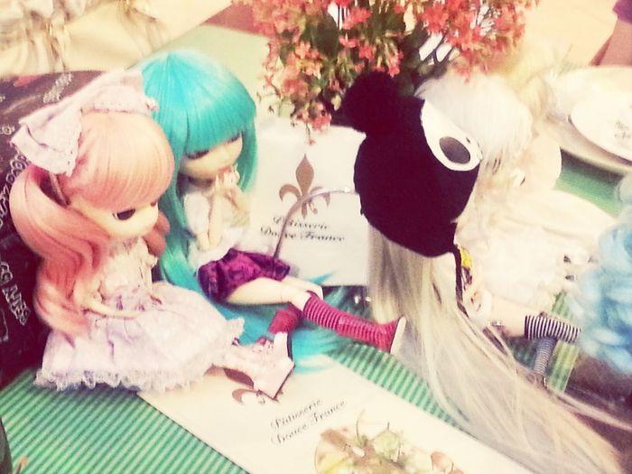 Dolls Meeting com as amigas.