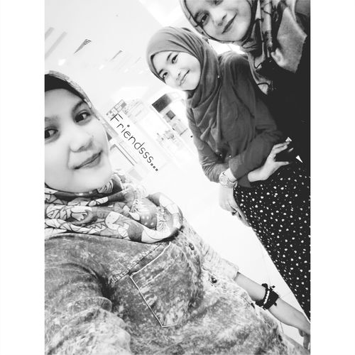 Bestfriend Friendstilljannah Smile Throwback Blackandwhite Blackandwhite Photography Picture Juscoaeon Singlegirl Tag4like