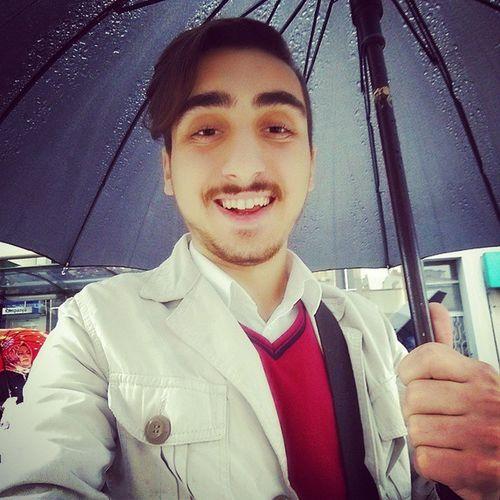 Hava Yine Karabulutlu Yine Yağmur Yağıyor. Rain Winter Smile Umbrella