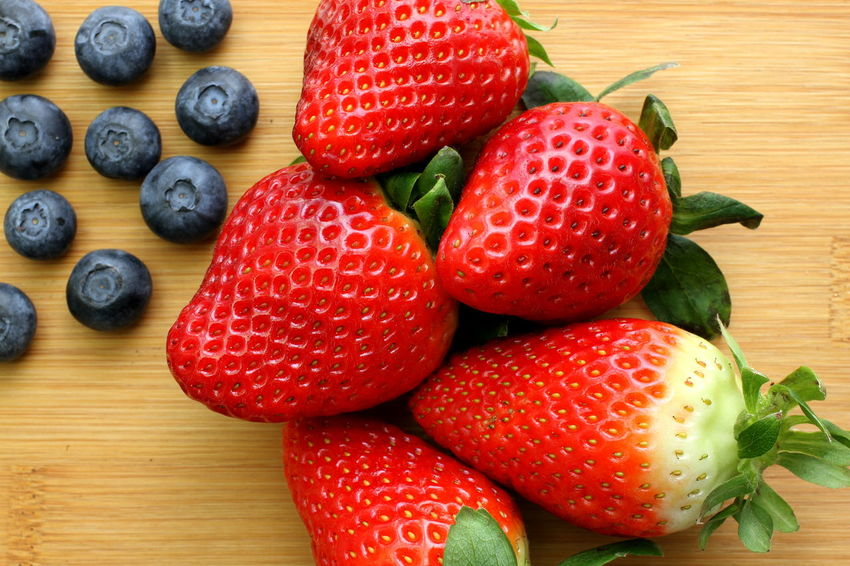 Dessert Natural Bamboo Bamboo Background Bilberries Blueberries Close-up Day Directly Above Food Food And Drink Freshness Fruit Healthy Eating Healthy Food High Angle View No People Organic Red Strawberry Sweet Sweet Food