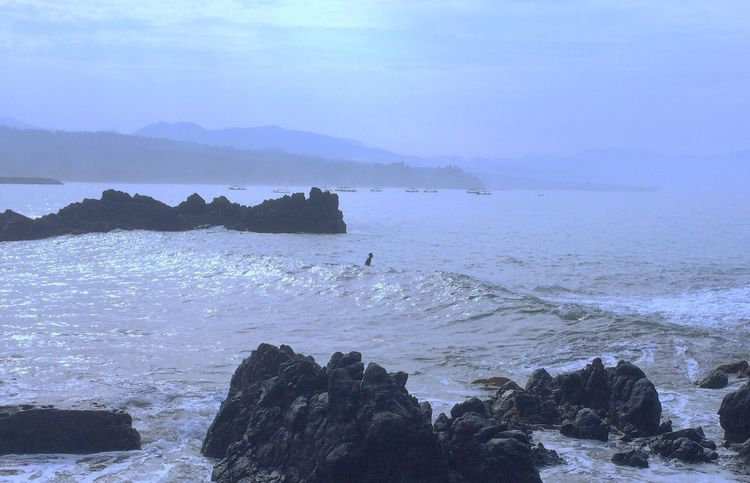 Surfing Eary Morning Sea Water Nature Beauty In Nature Rock - Object Scenics Mountain Wave Outdoors Tranquility Sky No People Day Beach Horizon Over Water Sommergefühle