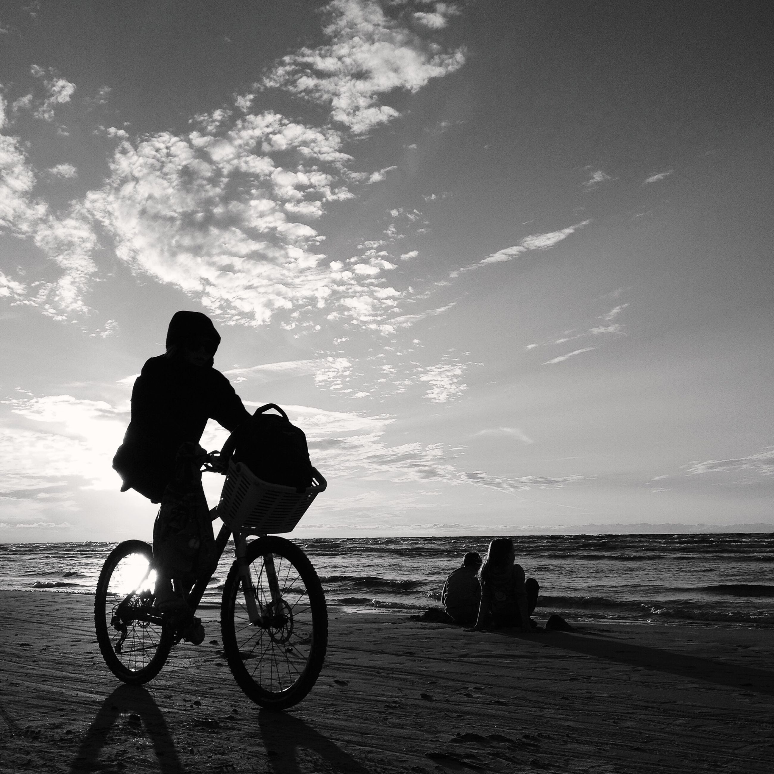 sea, bicycle, water, beach, lifestyles, men, leisure activity, silhouette, horizon over water, sky, transportation, shore, mode of transport, togetherness, full length, scenics, tranquility, land vehicle