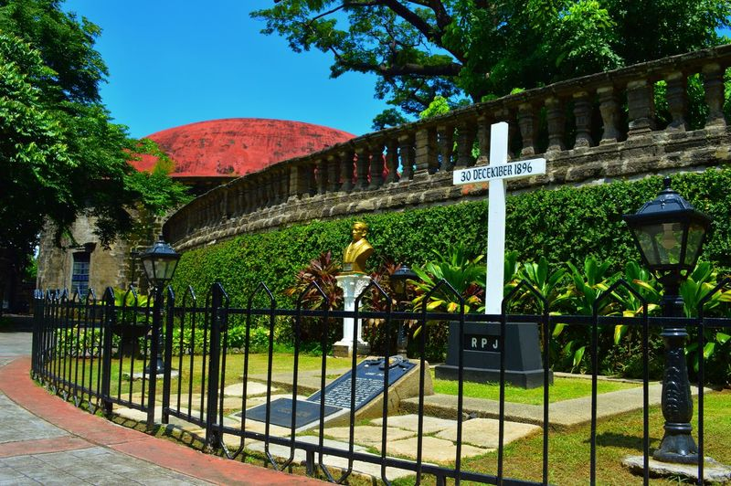 At Paco park, Manila, Philippines. It was said that Jose Rizal was first buried here after he was assassinated. Historical Place Historic Cemeteries History Through The Lens  Manila Phillipines Paco Park Fine Art Photography