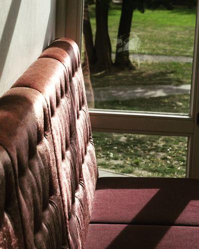Ein Plätzchen das zum Verweilen einlädt Wedding Sitting Couch Beautiful Window
