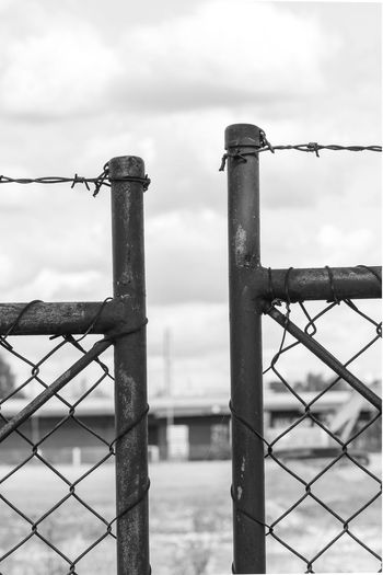 Stacheldraht Barbed Wire Barbwire Barrier Boundary Built Structure Close-up Cloud - Sky Day Fence Focus On Foreground Gate Metal Nature No People Outdoors Protection Rusty Safety Security Sky Wire