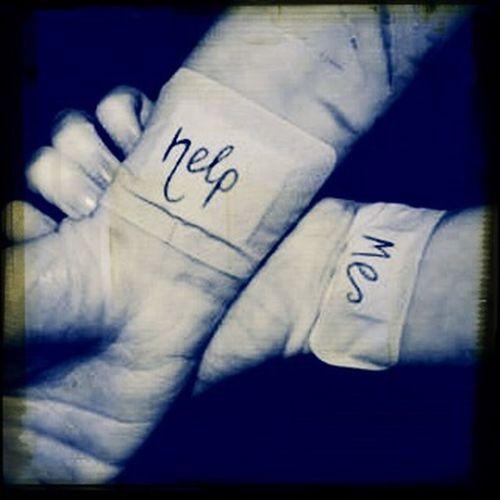 Por favor si ay alguien que me pueda ayudar por favor Ayúdenme me duelen mis venas por favor aprovechen su vida