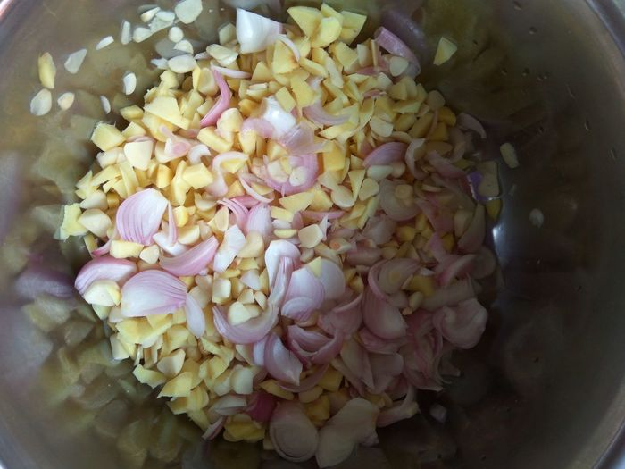 Chopping gingers, onions and garlics No People Healthy Eating Indoors  Freshness Close-up Nature Food Fragility Day Cooking Time Cooking Ingredients Food And Drink Mixture  Raw Food Chopping Vegetables Healthy Food Food Photography Healthy Lifestyle Fresh Vegetable Asianfood