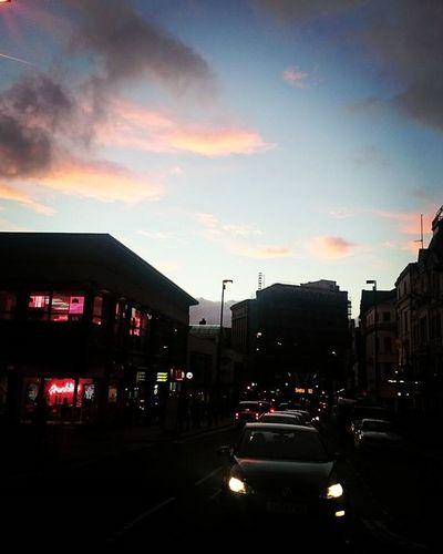 Y es ahora cuando más te quiero. Liverpool England City Citycenter Dusk Pink Clouds Sky Cars Archies Winter